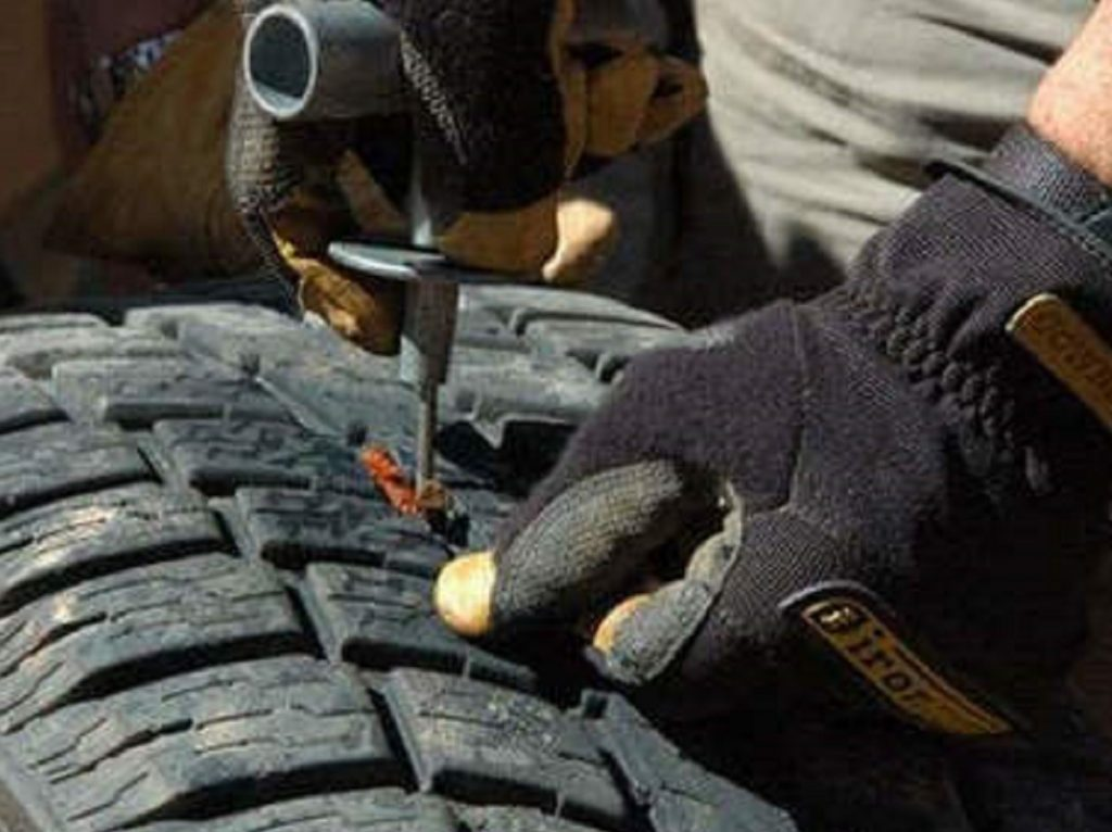 A Definite Guide to Fix a Punctured Car Tyre